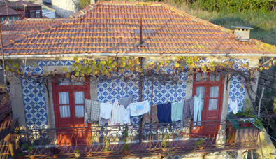 A more humble example: Tiled House under the Ponte de R. Luis, Porto
