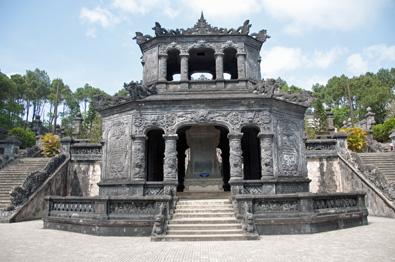 Hue_Kahi_Dinh_Temple